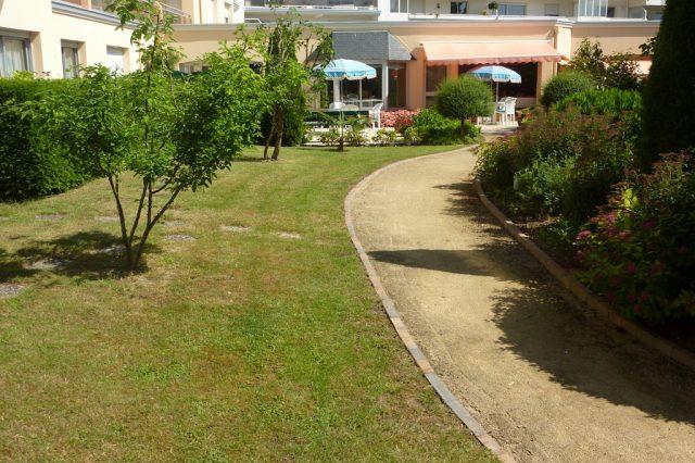 Allée de promenade dans le jardin des Hespérides